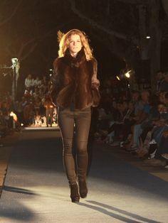 Presentación de la Colección Otoño-Invierno. Cazadora de Visón Venta Online. hervaspiel.com/tienda/es Leather Pants, Fashion, Outfits, Fall Winter, Slip On, Store, Leather Jogger Pants, Moda, Leather Joggers