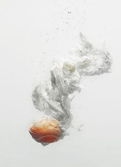 Egg, by François Ray, étudiant en Photographie à GOBELINS, l'école de l'image et Marine Bertrand, en 3ème année du Bachelor Restaurateur à FERRANDI, lauréats du prix Tamron Jeunes Talents.