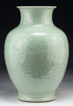 "Chinese Antique Celadon Dragon Porcelain Vase: of Qing Dynasty; Size: H: 10-3/4"""