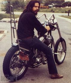 Who is this man? It's David Mann... Artist, Legend and a man that documented a lifestyle. #motorcycles #celebrities #choppers #garageleathers
