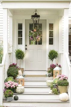 47 Fancy Farmhouse Fall Porch Decor And Design Ideas. awesome 47 Fancy Farmhouse Fall Porch Decor And Design Ideas. Decorating my front porch farmhouse is just one of my favourite things to do! Home Porch, House With Porch, Houses With Front Porches, Porch Roof, House Roof, Farm House, Front Door Entrance, Front Door Decor, Front Doors