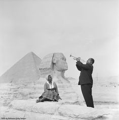 Louis Armstrong plays for his wife in front of the Sphinx by the pyramids in Giza 1961.