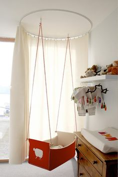 We had a baby hammock, which we loved and little baby M did as well (handy!)... but if I'd spied this beautiful hanging cradle 4 years back... #cradle #nursery