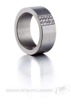 Stainless steel ring, 15*0.02 brilliants. Photo Teemu Töyrylä