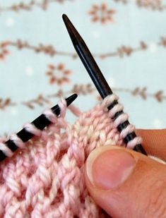 Purl Bee Make 1 Right, Make 1 Left Tutorial Knitting Help, Knitting Stiches, Knitting Needles, Knitting Yarn, Crochet Stitches, Knitting Patterns, Knitting Increase, Yarn Projects, Knitting Projects