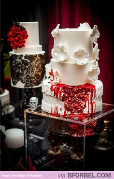 Hochzeitstorten gross Hochzeitstorten gross If you are planning a Halloween or a Goth-inspired wedding, this roundup will help you to decide on one of the most important things your cake! A Hallowedding cake is often a real piece of confectionary art. Zombie Wedding Cakes, Gothic Wedding Cake, Gothic Cake, Halloween Wedding Cakes, Zombie Cakes, Cake Wedding, Beautiful Cakes, Amazing Cakes, Horror Wedding