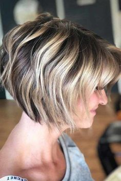 70 Stacked Bob Haircut Ideas To Try Right Now © Copyright 2019 Glaminati Stacked Bob Haircut Ideas To Try Right NowBy: Glaminati Media Wavy Bob Haircuts, Blonde Bob Haircut, Stacked Bob Hairstyles, Bob Haircut With Bangs, Bob Hairstyles For Fine Hair, Round Face Haircuts, Lob Hairstyle, Cool Haircuts, Hairstyles Haircuts