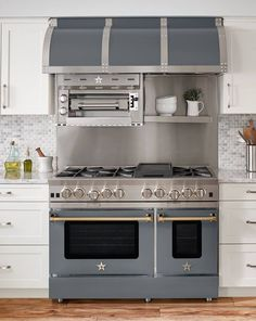 How to Update Your Kitchen Design with New Matte Finishes BlueStar kitchen in the Benjamin Moore Color of the Year Shadow (RAL 7031 - Blue Grey). Build a range in this color or over 190 different choices now Basic Kitchen, New Kitchen, Kitchen Decor, Country Kitchen, Kitchen Ideas, Kitchen Interior, Küchen Design, Interior Design, Design Ideas
