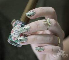 holo dourado + green green grass | Uma das minhas unhas da m… | Flickr