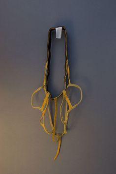 Pedro Sequeira   (PT) /Transporte/ Boxer shorts cortados, modificado para peça de pescoço, 2010