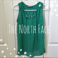 ✳️FLASH SALE✳️ Emerald Floral Print Tank Beautiful floral print emerald tank by The North Face. Like new. North Face Tops Tank Tops