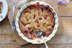 a stunning, gluten free recipe for a strawberry and apricot frangipane pudding made with fresh strawberries and apricots and ground almonds