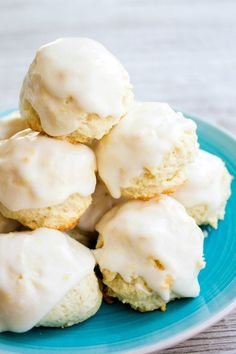 Italian Lemon Drop Cookies are a delicious dessert that's easy to make and SO yummy! With a big burst of citrus flavor, I bet you can't eat just one! Lemon Dessert Recipes, Köstliche Desserts, Italian Desserts, Lemon Recipes, Cookie Recipes, Delicious Desserts, Delicious Cookies, Italian Foods, Bar Recipes