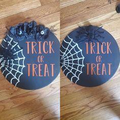Halloween Wood Signs, Halloween Door Hangers, Diy Halloween Decorations, Autumn Decorations, Fall Crafts, Decor Crafts, Etsy Crafts, Halloween Projects, Halloween Crafts