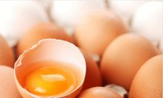 For years we've been told to avoid eggs, especially the high-cholesterol yolks. While yolks do contain a large amount of cholesterol, they're also rich in choline—a nutrient that dissolves fat and cholesterol. Brain Boosting Foods, Fertility Foods, Think Food, Eating Eggs, Foods To Avoid, Winter Food, Meals For One, Cooking Tips, Health Foods