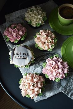 Mothers Day Cupcakes, Buttercream Icing, Chocolate Cupcakes, Table Decorations, Baking, American, Flowers, Bakken, Royal Icing Flowers