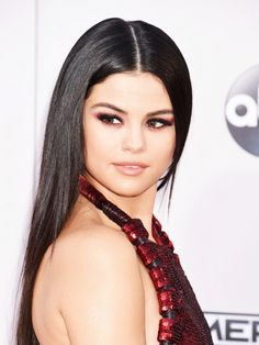 The 6 Best Beauty Looks of the American Music Awards | Byrdie