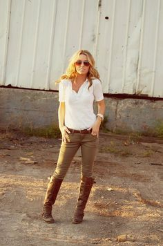 White shirt, brown boots and khaki skinny jeans.