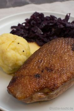 Duck breast in orange sauce with red cabbage and dumplings - Katha-ko-Entenbrust in Orangensauce mit Rotkohl und Klößen – Katha-kocht! Duck breast in orange sauce with red cabbage and dumplings - Healthy Meat Recipes, Healthy Eating Tips, Grilling Recipes, Soup Recipes, Benefits Of Potatoes, Paleo Meal Plan, Albondigas, Xmas Food, Red Cabbage