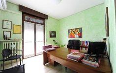 Assistenza nelle trattative e nella negoziazione Corner Desk, Furniture, Home Decor, Corner Table, Decoration Home, Room Decor, Home Furnishings, Home Interior Design, Home Decoration