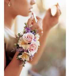 10 Bouquet Alternative Ideas - Arm Corsage for Wedding Bridesmaids . Bridesmaid Corsage, Corsage Wedding, Wedding Bridesmaids, Wedding Bouquets, Prom Flowers, Bridal Flowers, Corsage And Boutonniere, Boutonnieres, Alternative Bouquet