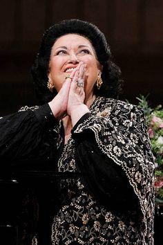 Montserrat, Carnegie Hall, Opera Singers, Diana Ross, Freddie Mercury, Spanish, Poses, Concert, People