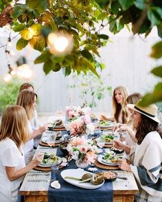 Al fresco girls dinner party. Outdoor Dinner Parties, Outdoor Entertaining, Festa Party, Party Party, House Party, Decoration Table, Dinner Party Decorations, Deco Table, Party Entertainment