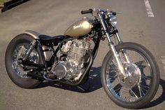 Sr bobber y brats Brat Bobber, Bobber Bikes, Bobber Motorcycle, Bobber Chopper, Old School Motorcycles, Cool Motorcycles, Vintage Motorcycles, Custom Bobber, Custom Bikes