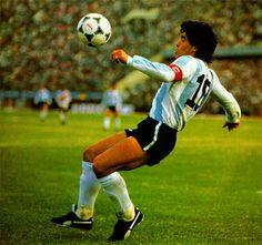 # Maradona - Maradona Retro Pics (@MaradonaPICS) | Twitter