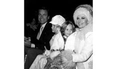 Robert Wagner and wife Natalie Wood with their daughters Katie and Natasha at the Hollywood Christmas Parade Hollywood Star, Vintage Hollywood, Natasha Gregson Wagner, Stephanie Powers, Miracle On 34th Street, Hollywood Pictures, Warren Beatty, Splendour In The Grass, Old Movie Stars