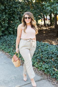 How to wear linen pants - the perfect spring outfit! | coffeebeansandbobbypins.com