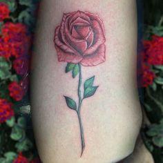 La mayoría de las mujeres les encantan las flores, así como los tatuajes Alguna vez habías considerado de tu flor favorita?    Tatuaje realizado por Alvaro  ! #EternalInk #PleasureIsForever Next Level Tattoo, Tattoos, Tatuajes, Flowers, Women, Tattoo, Tattoo Illustration, Irezumi, A Tattoo