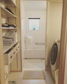 いいね!722件、コメント85件 ― RIEさん(@houseku2016)のInstagramアカウント: 「脱衣所 . 棚は可動棚になってます 下から 除湿機、体重計 子供たちのパジャマ、下着 タオル、洗剤、お風呂の念入り掃除グッズ 夫とわたしの部屋着 まだ洗わないけどクローゼットにしまいたくないジーンズ…」
