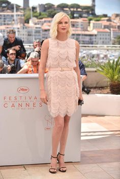 Cannes 2016 : Charlize Theron, en Givenchy