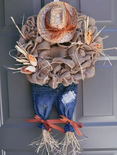 44 Easy and Practical DIY Fall Decor Ideas. To create a fantastic fall decoration you will need a brilliant idea and some unusual elements. If you wish to save a few of these fabulous DIY fall decor i. Thanksgiving Wreaths, Thanksgiving Decorations, Holiday Wreaths, Fall Decorations Diy, Fall Crafts, Holiday Crafts, Diy Crafts, Scarecrow Wreath, Scarecrow Ideas