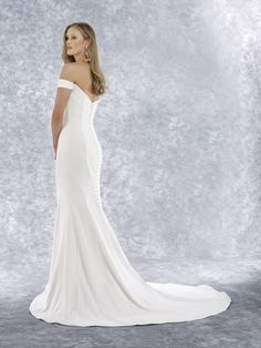 Sash & Bustle an intimate and beautiful boutique for the modern bride, located in Toronto, Ontario, Canada Crepe Wedding Dress, Fit And Flare Wedding Dress, Robert Bullock Wedding Dresses, Minimalist Wedding Dresses, Mermaid Gown, Bridal Collection, Bridal Gowns, Bride, Bustle