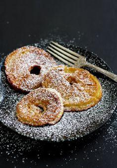 Something sweet for lunch: Apple rings in pancake batter a traditional Austrian treat. Austrian Recipes, German Recipes, Austrian Desserts, Austrian Cuisine, Austrian Food, Apple Rings, Breakfast Desayunos, Cooking Spoon, Apple Fritters