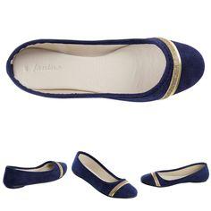 Sapatilha azul com friso dourado