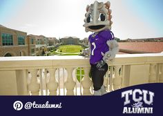 SuperFrog welcomes the Horned Frogs back to campus!