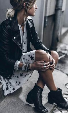 39 Awesome Spring Jacket Outfit Ideas For 2019 - Women Fashion - Mode Mode Outfits, Dress Outfits, Rock Chic Outfits, Sweater Dresses, Look Fashion, Womens Fashion, Fashion Trends, Fashion Boots, Fashion Ideas