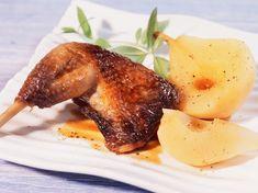 Découvrez la recette Pintade caramélisée aux poires sur cuisineactuelle.fr.