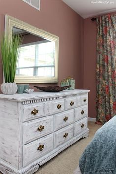 Distressed White Dresser Makeover If you saw my guest bedroom makeover last week, you may have spotted my new white distressed dresser. Except it isn't new… it's actually really old, just with a new coat. Distressed Furniture Painting, Painted Bedroom Furniture, Bedroom Dressers, Refurbished Furniture, White Furniture, Furniture Makeover, Dresser Makeovers, Diy Furniture, Diy Dressers