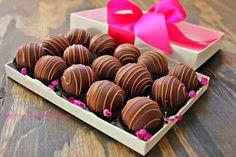 Chocolate dust: Raspberry truffles
