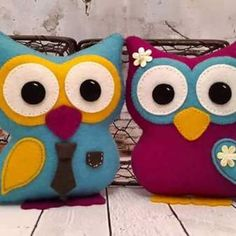 Búho Fieltro con moldes Denim Crafts, Painted Rocks, Mario, Projects To Try, Coin Purse, Plush, Diy, Throw Pillows, Owl Pillows
