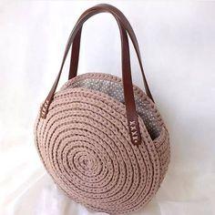 Marvelous Crochet A Shell Stitch Purse Bag Ideas. Wonderful Crochet A Shell Stitch Purse Bag Ideas. Crochet T Shirts, Crochet Tote, Crochet Handbags, Crochet Purses, Crochet Wallet, Crochet Shoulder Bags, Crochet Shell Stitch, Yarn Bag, Round Bag