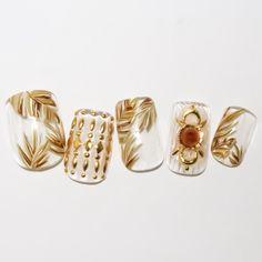ネイル 画像 Nail Salon【MAINEE】 丸の内 1543496 クリア ゴールド ベージュ ビジュー ボタニカル オールシーズン パーティー チップ ハンド ミディアム