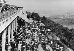 Restaurant auf dem Kahlenberg bei Wien, 1936 Timeline Classics/Timeline Images # #Vienna #Austria #Österreich #Grinzing #Kahlenberg #Café #Gastronomie #Aussicht #Donau #Terrasse #Terrace