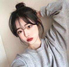 píŋŧeresŧ: YoungTaetae - New Site Korean Bangs Hairstyle, Hairstyles With Bangs, Girl Hairstyles, Ulzzang Hairstyle, Korean Haircut, Korean Hairstyles, Hair Bangs, Pretty Korean Girls, Cute Korean Girl