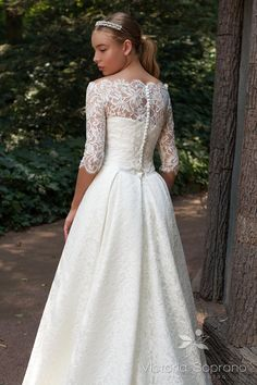 4216 Blanshe - TM Victoria Soprano. Delicate gown made with french Chantilly lace