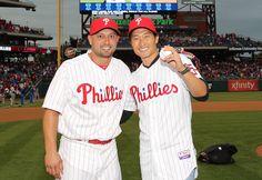 Shane Victorino (left) poses with Actor Daniel Dae Kim, star of CBS' Hawaii Five-O